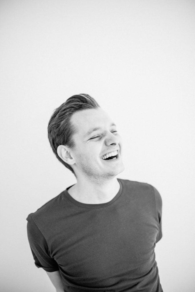 autoportrait riant du photographe Charles Raymond-Duhamel